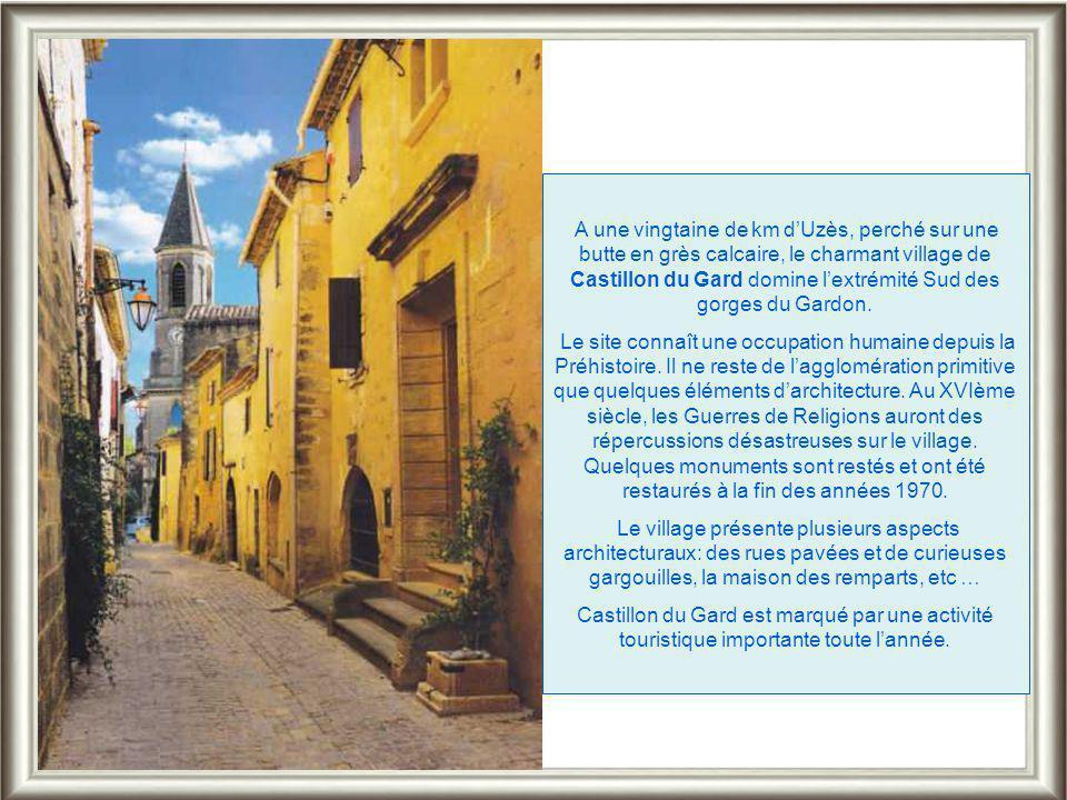Une ruelle d'Uzès près du Jardin Médiéval. Beaucoup sont bordées d'hôtels particuliers qui révèlent la richesse de l'époque où Uzès et ses alentours c