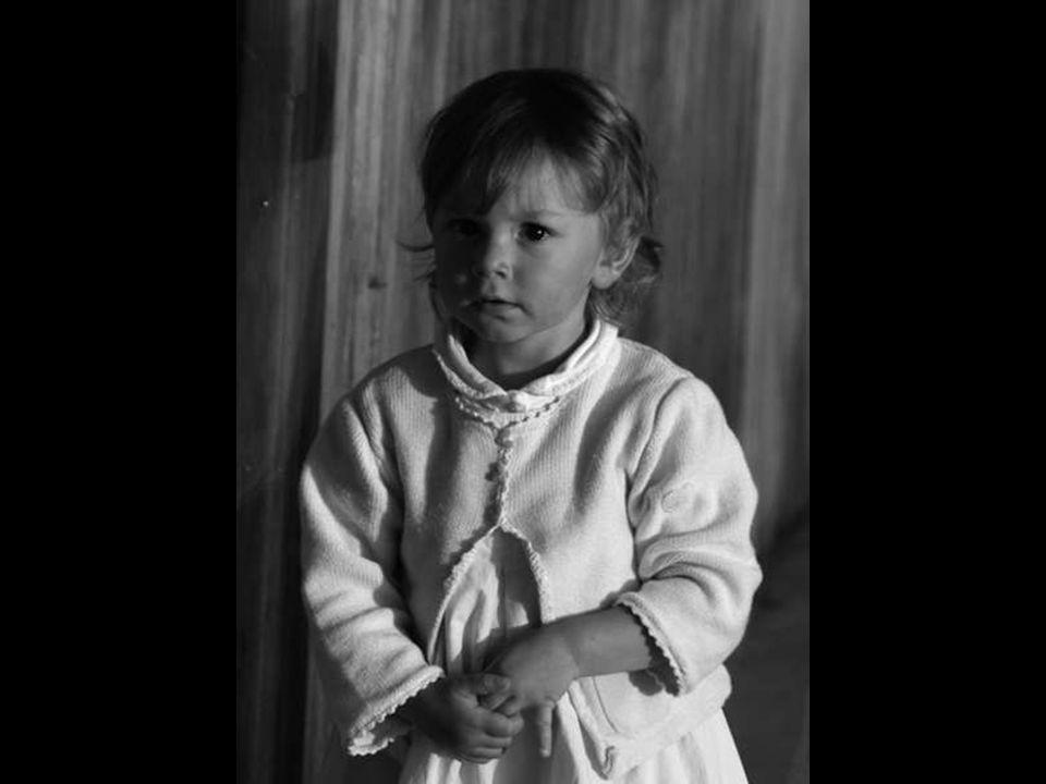 Notre plus jeune fille doit se faire baptiser prochainement et son ainée me demande: maman c est quand que Joana va se faire MOBILISER ?
