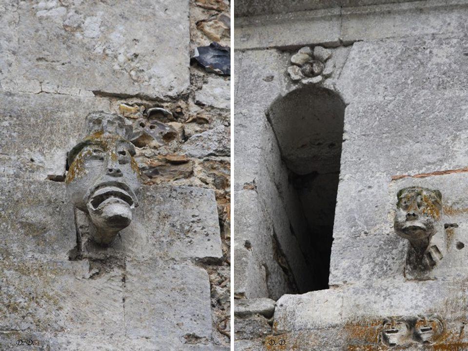 Sculptures extérieures mur du clocher D.
