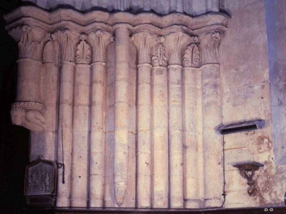 Détail chapiteaux dans l'église