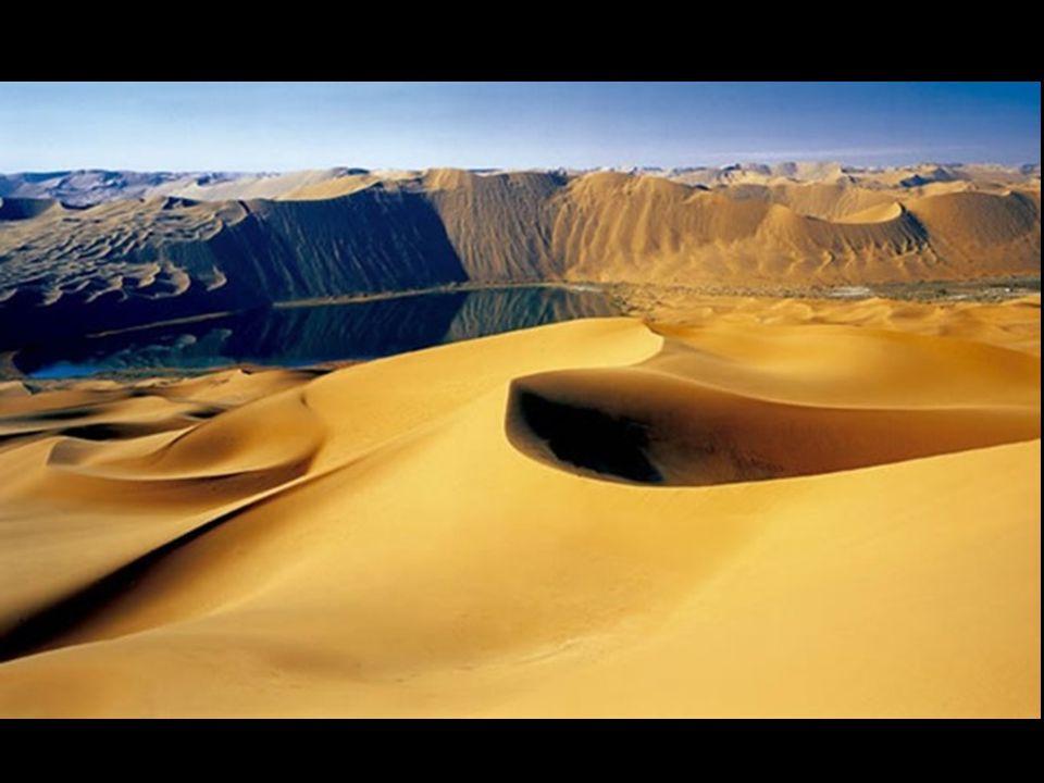 De nos jours, il est difficile de comprendre qu'un paysage désert, aride, sans pluies, et dominé par d'immenses dunes, soit parsemé de lacs qui se man