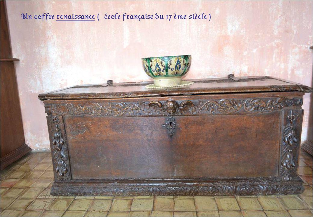 Une table espagnole en noyer ( 17 ème siècle )