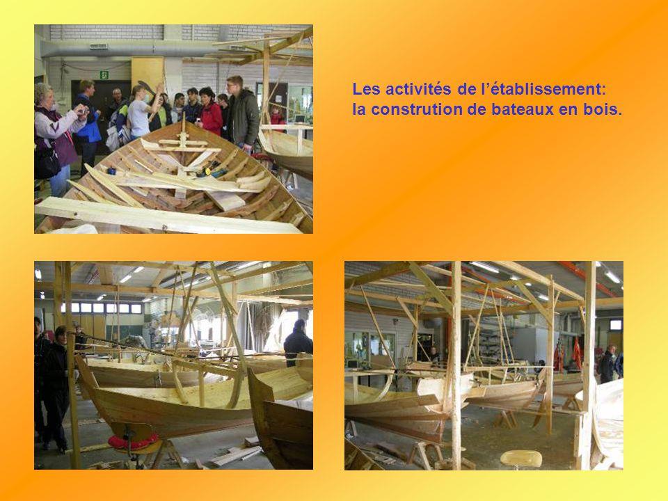 Les activités de l'établissement: la constrution de bateaux en bois.