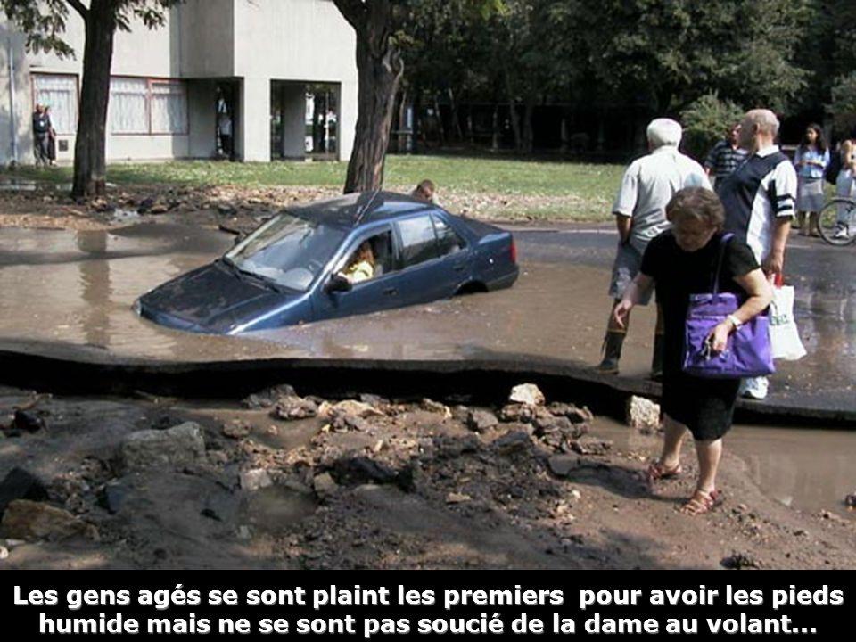 Les gens agés se sont plaint les premiers pour avoir les pieds humide mais ne se sont pas soucié de la dame au volant...