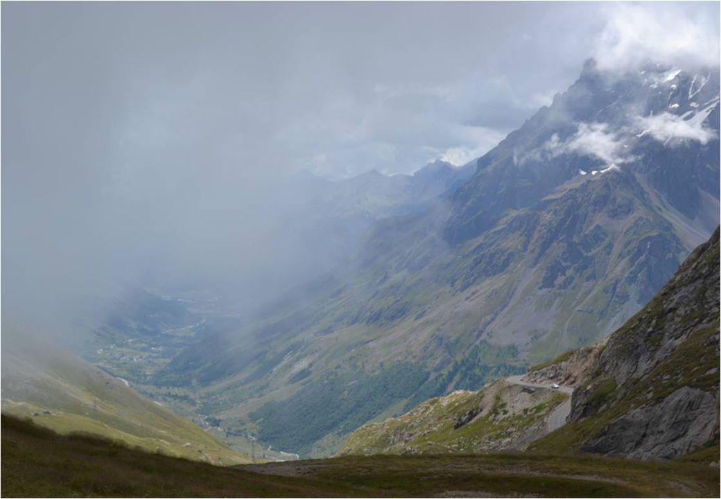 Un brouillard à découper au couteau avec 4 ° Ce jour là ! Le célèbre col ( 2645m )de nos cyclistes, Du tour de France !