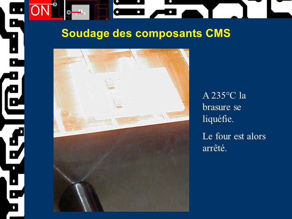 Soudage des composants CMS A 235°C la brasure se liquéfie. Le four est alors arrêté.