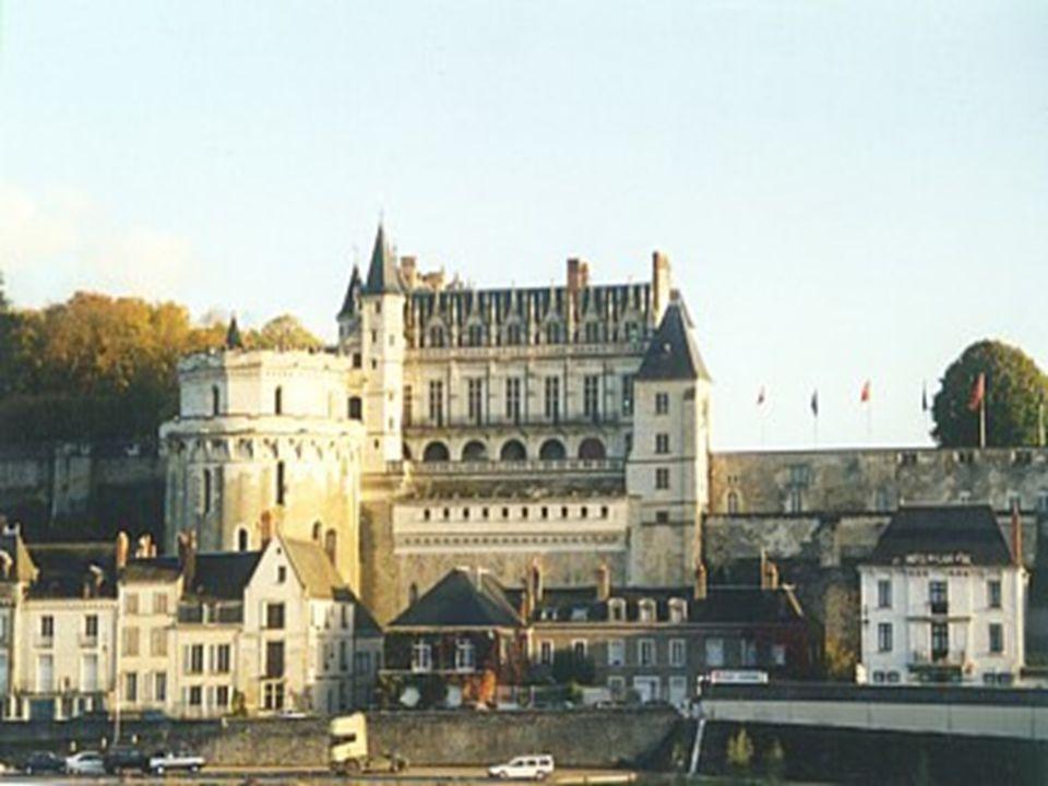 Amboise La salle du conseil La façade ( cour intérieure ) de style Gothique et Renaissance. Le plus Italien des Châteaux de la Loire.