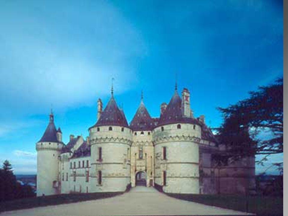 Chaumont sur Loire. * * * * * L ' allure générale du château rappelle celle d ' une austère forteresse qui contraste avec la tranquillité qui règne da