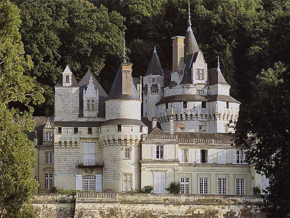 Château d ' Ussé. Château de conte de fée, il aurait inspiré Charles Perrault, d ' ou sa dénomination de *Château de la Belle au Bois dormant* Édifié