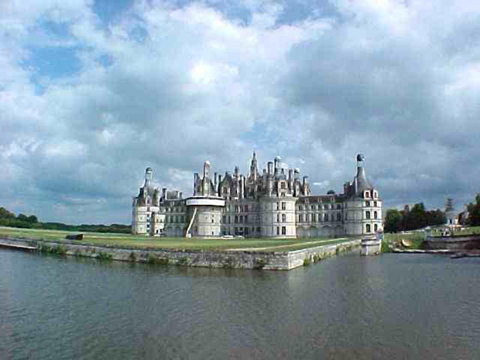Chambord. C ' est le plus grand des Châteaux de la Loire, un somptueux Palais Renaissance Création du Roi François I, Inspiré par le fameux Léonard de