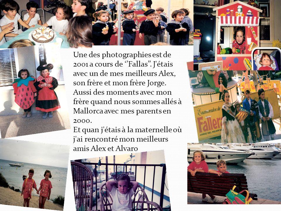 Une des photographies est de 2001 a cours de ''Fallas''.