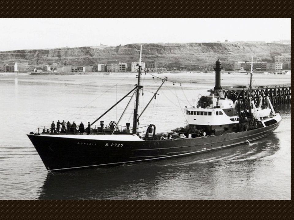) Le « Castelnau » B.2835, très belle ligne construit aux chantiers navals Béliard-Crighton en 1959