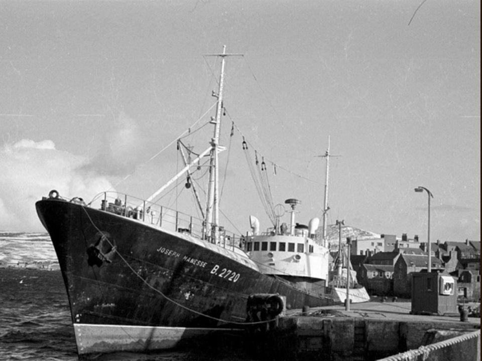 Le « Joseph Manesse » dans le port de Lerwick.
