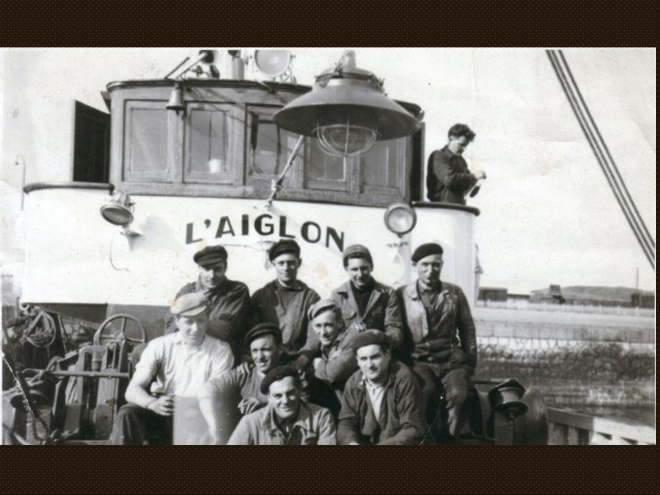 L'équipage Gravelinois de « l'Aiglon ». AGEZ-Jules PAILLART-BOCQUELET- VEROVE-André WADOUX(patron) Marcel COUBEL-Lucien HAZEBAERT en blanc (armateur)-