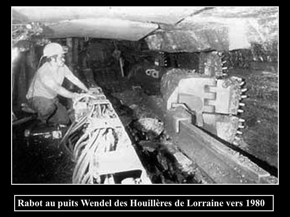 Haveuse à traction sur chaîne cabestan en 1964 lieu inconnu.