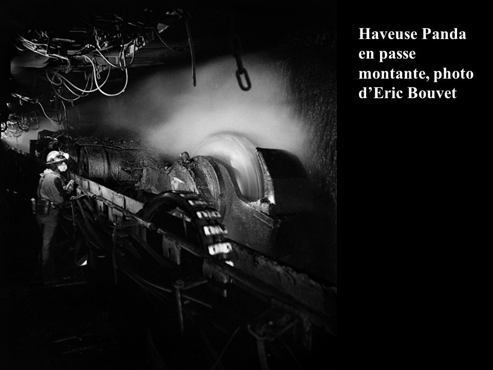 Haveuse Sagem S-16 en veine 12b au puits Simon des Houillères de Lorraine en 1974 De gauche à droite : Porion électro- mécanicien PETRY Josy Porion ta