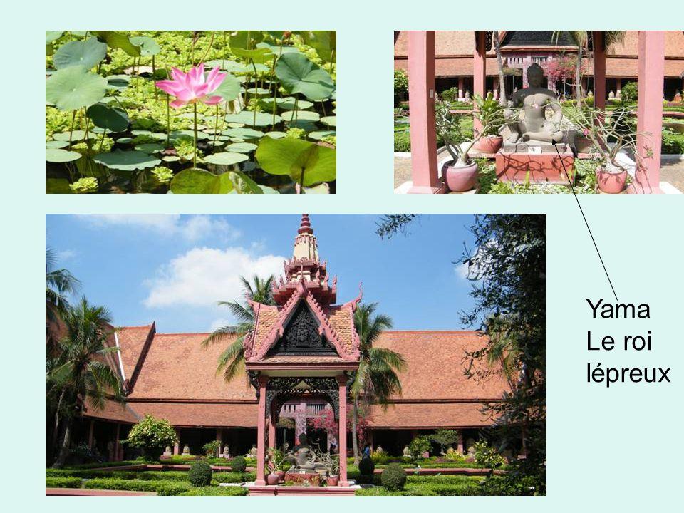 Phnom Penh devint la capitale du Cambodge après que Ponhea Yat, roi de l empire khmer, eut abandonné Angkor Thom pillée par les Siamois en 1431.CambodgePonhea Yatempire khmerAngkor ThomSiam1431