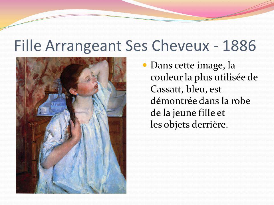 Fille Arrangeant Ses Cheveux - 1886 Dans cette image, la couleur la plus utilisée de Cassatt, bleu, est démontrée dans la robe de la jeune fille et les objets derrière.