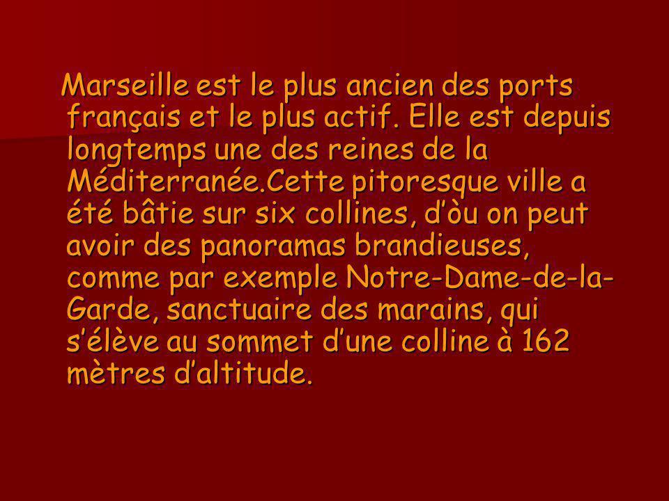 Marseille est le plus ancien des ports français et le plus actif. Elle est depuis longtemps une des reines de la Méditerranée.Cette pitoresque ville a