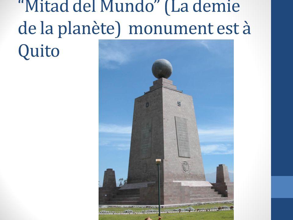 Mitad del Mundo (La demie de la planète) monument est à Quito