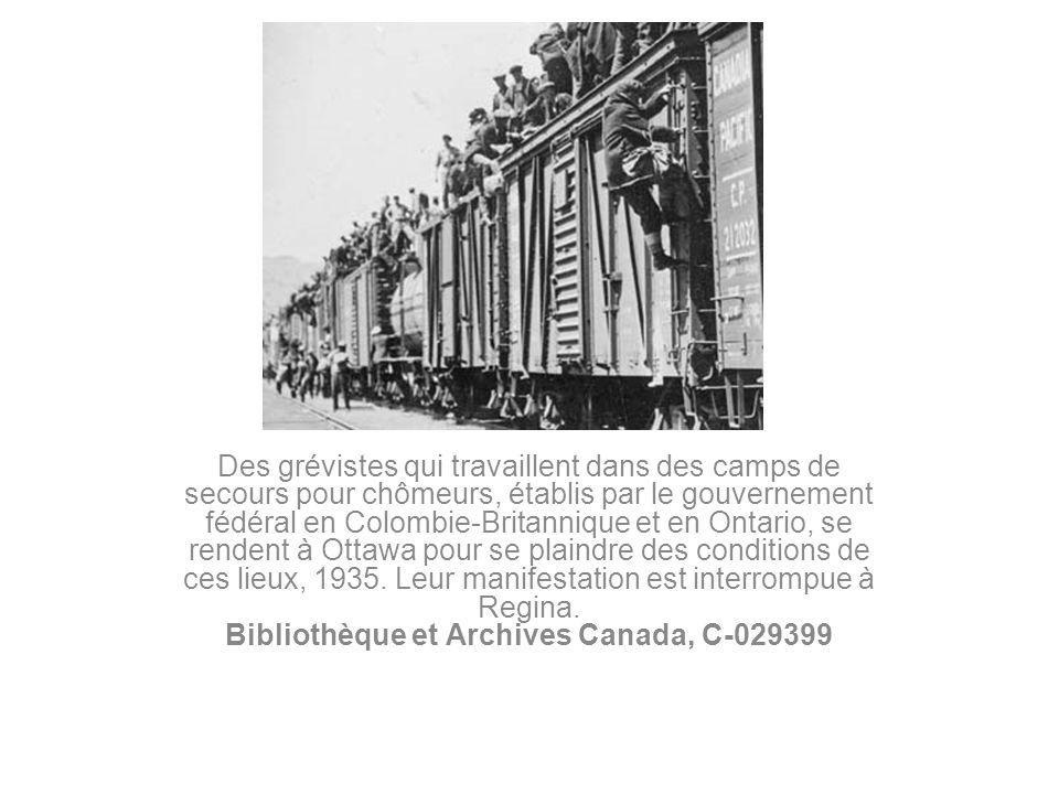 Des grévistes qui travaillent dans des camps de secours pour chômeurs, établis par le gouvernement fédéral en Colombie-Britannique et en Ontario, se r