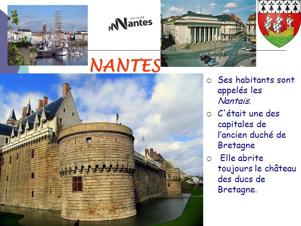 NANTES  Ses habitants sont appelés les Nantais.  C'était une des capitales de l'ancien duché de Bretagne  Elle abrite toujours le château des ducs