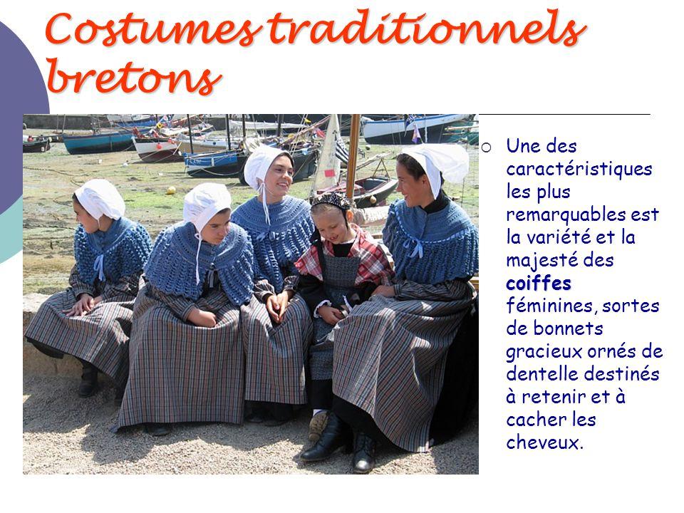 Costumes traditionnels bretons coiffes  Une des caractéristiques les plus remarquables est la variété et la majesté des coiffes féminines, sortes de