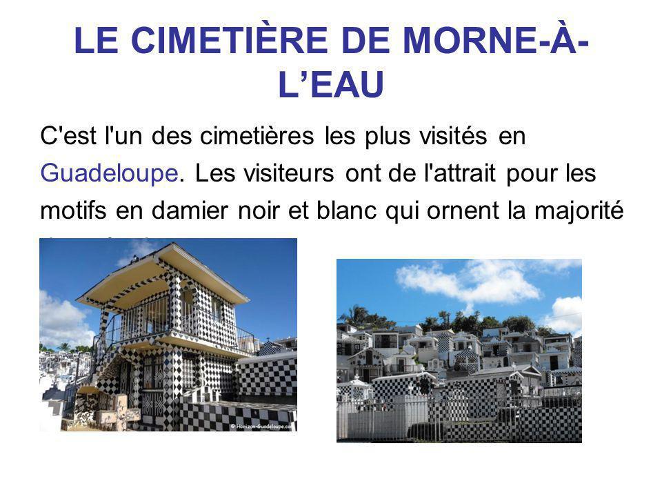 LE CIMETIÈRE DE MORNE-À- L'EAU C'est l'un des cimetières les plus visités en Guadeloupe. Les visiteurs ont de l'attrait pour les motifs en damier noir