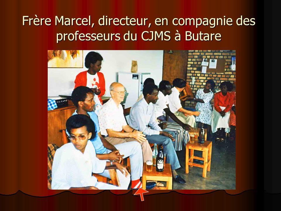 Les professeurs du CJSM à Butare le 7 décembre 1986 Frère Marcel Bergeron. Frère Jules Daviault, Frère Ambroise Thalamot, Frère Léo-Paul Cossette, Frè
