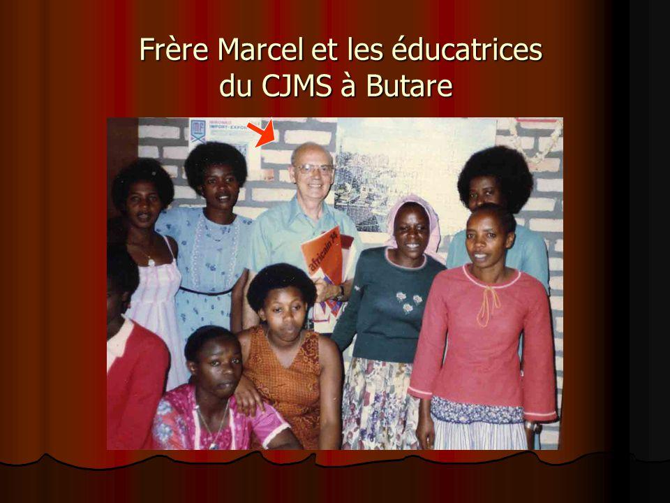 Frère Marcel, directeur, en compagnie des professeurs du CJMS à Butare