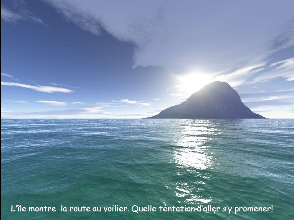L'île montre la route au voilier. Quelle tentation d'aller s'y promener!