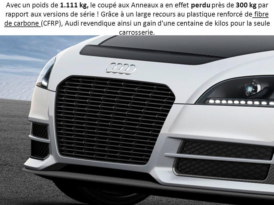Avec un poids de 1.111 kg, le coupé aux Anneaux a en effet perdu près de 300 kg par rapport aux versions de série .