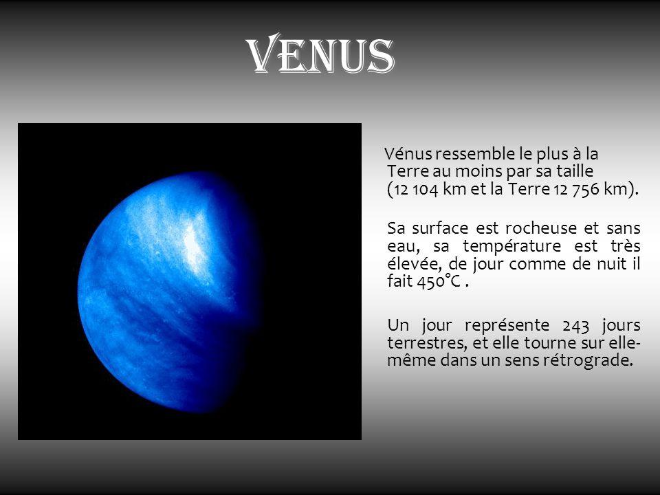 venus Vénus ressemble le plus à la Terre au moins par sa taille (12 104 km et la Terre 12 756 km). Sa surface est rocheuse et sans eau, sa température