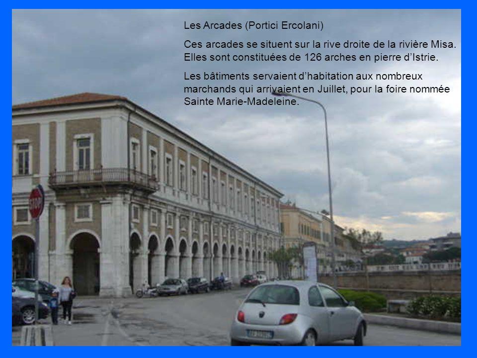 Les Arcades (Portici Ercolani) Ces arcades se situent sur la rive droite de la rivière Misa. Elles sont constituées de 126 arches en pierre d'Istrie.