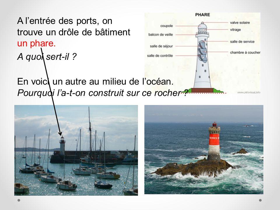 A l'entrée des ports, on trouve un drôle de bâtiment un phare.