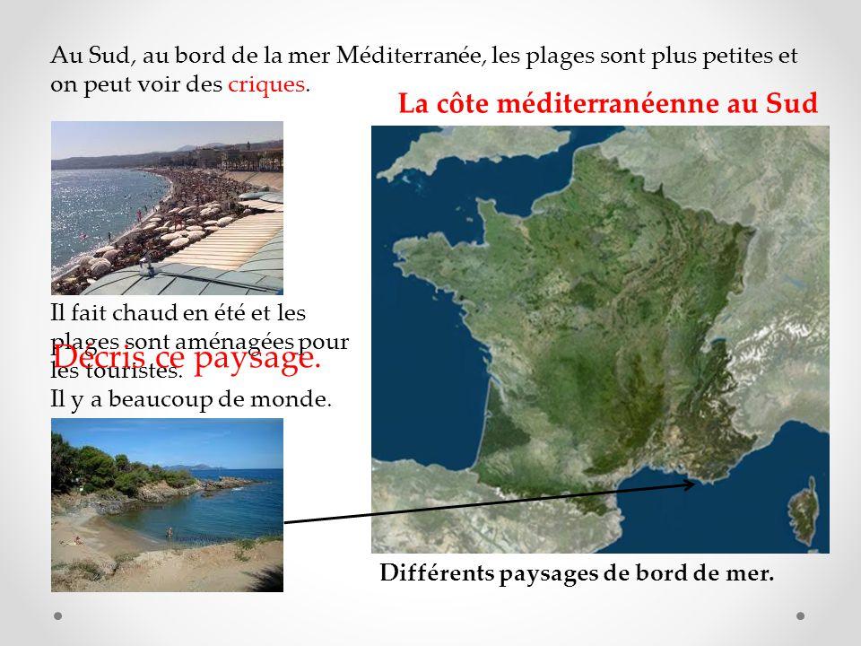 Au Sud, au bord de la mer Méditerranée, les plages sont plus petites et on peut voir des criques.