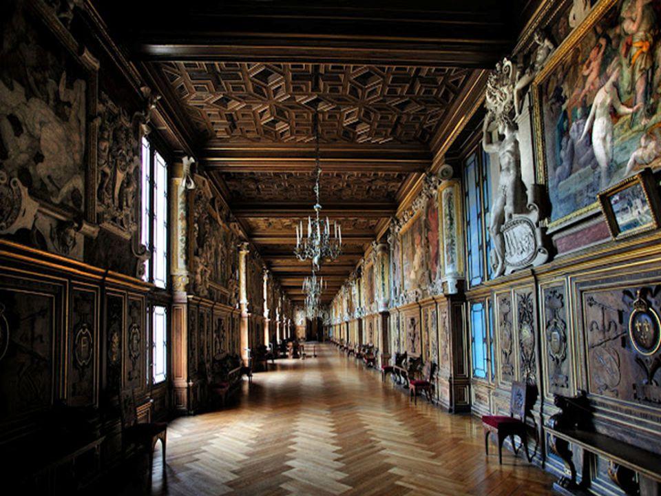 La galerie est décrite par le père Pierre Dan, Supérieur du Couvent de l'Ordre de la Trinité, auquel on doit la première histoire du château grâce à s