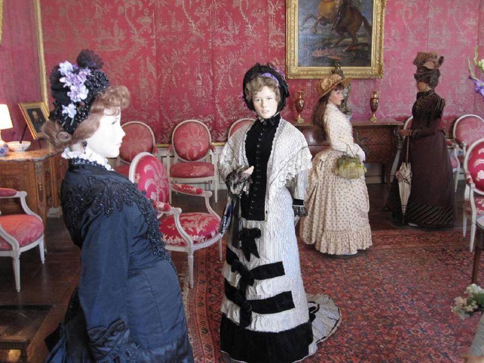 Le mot « mode » est employé aujourd'hui pour désigner les tendances vestimentaires.