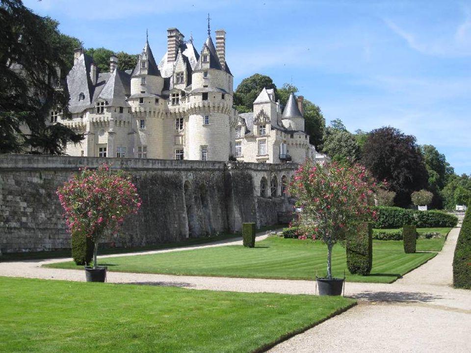 J'ai appris qu'il était possible d'accéder facilement à l'un des deux donjons d'angle par un réseau de passages souterrains qui reliaient également les différents points fortifiés du château.