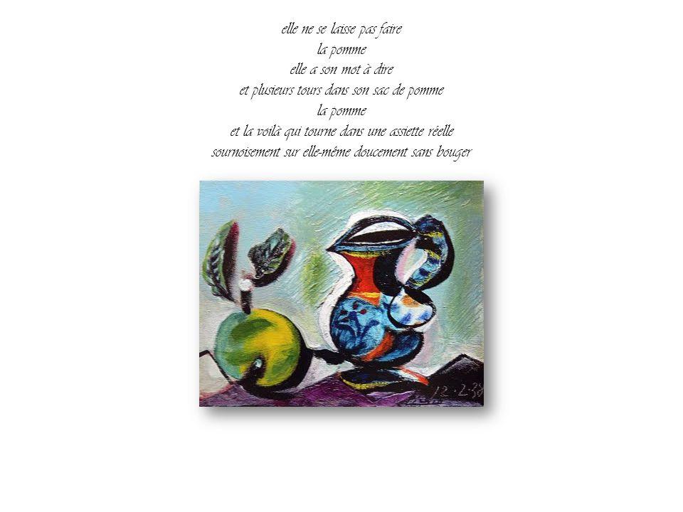 Sur une assiette bien ronde en porcelaine réelle une pomme pose. Face à face avec elle un peintre de la réalité essaie vainement de peindre la pomme t