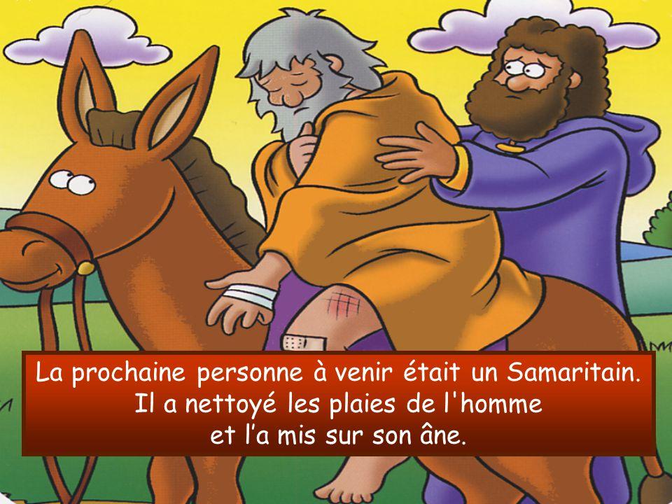 La prochaine personne à venir était un Samaritain. Il a nettoyé les plaies de l'homme et l'a mis sur son âne.