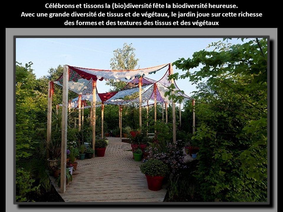 Un jardin comme un conte évoquant un mystérieux jardin du futur, La bibliothèque du souvenir apparaît comme un lieu de mémoire de l histoire du monde végétal.