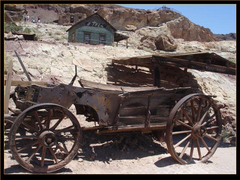 Calico. est une ville fantôme où l'on exploitait au 19 ième siècle du minerai d'argent.
