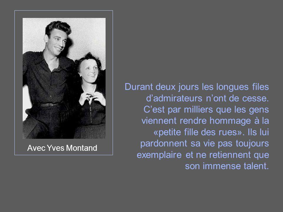 Avec Yves Montand Durant deux jours les longues files d'admirateurs n'ont de cesse. C'est par milliers que les gens viennent rendre hommage à la «peti