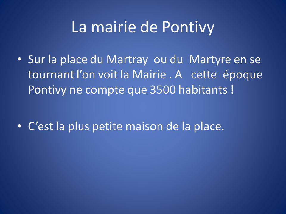 La mairie de Pontivy Sur la place du Martray ou du Martyre en se tournant l'on voit la Mairie.