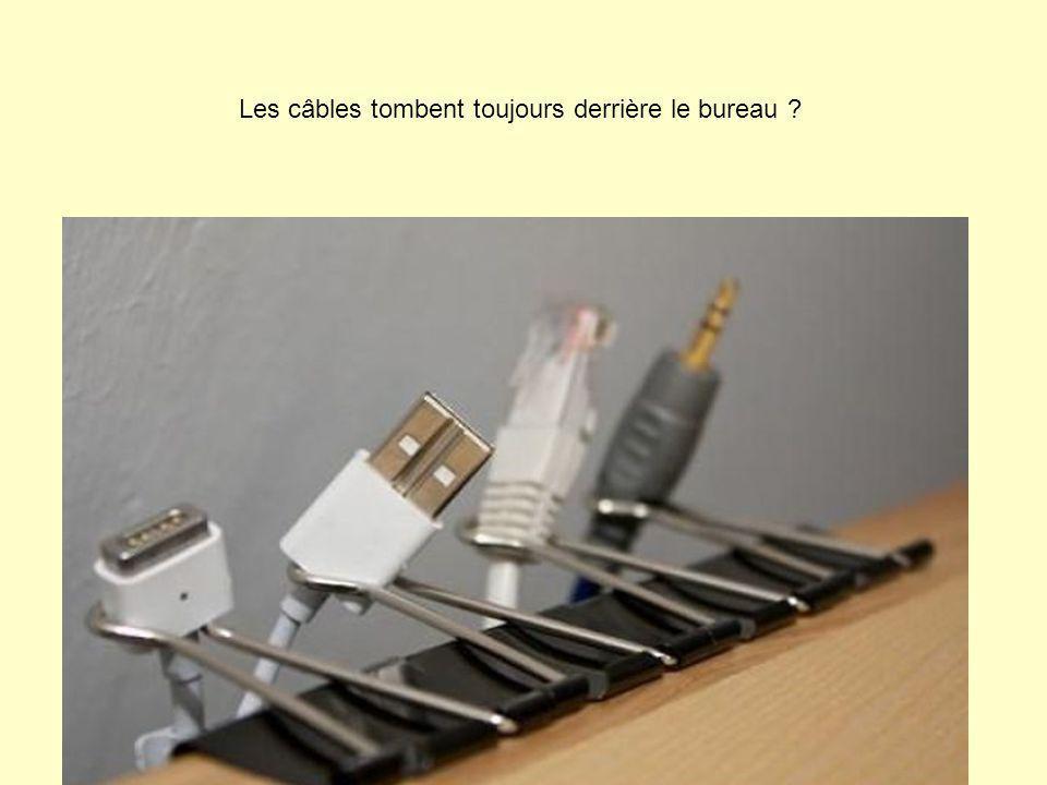 Les câbles tombent toujours derrière le bureau
