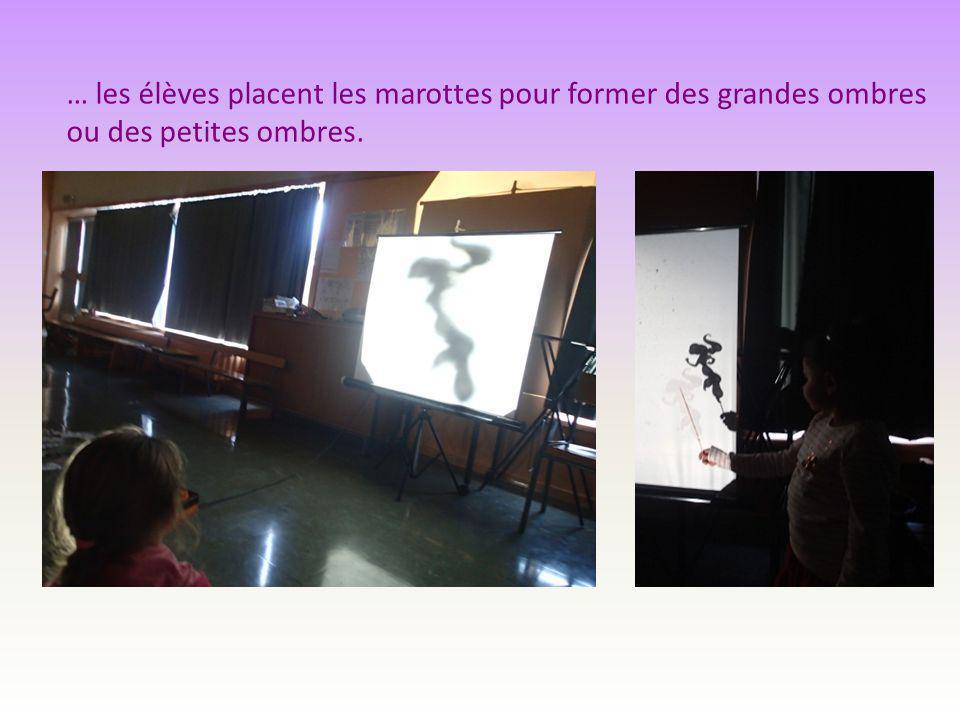… les élèves placent les marottes pour former des grandes ombres ou des petites ombres.