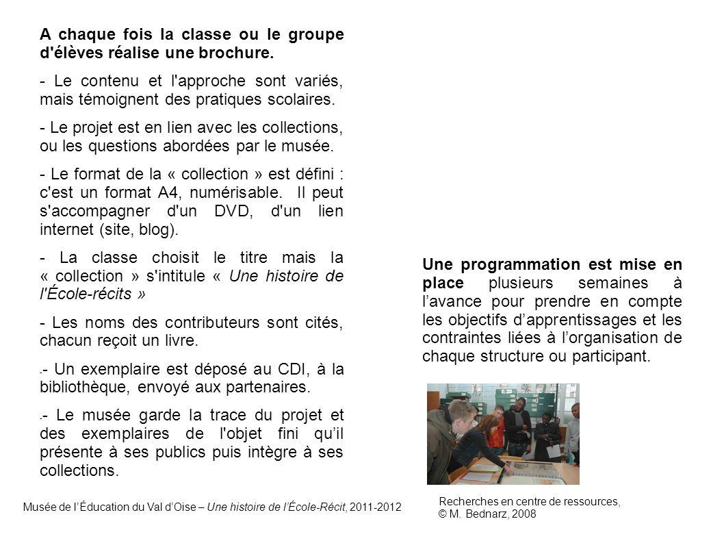 A chaque fois la classe ou le groupe d élèves réalise une brochure.