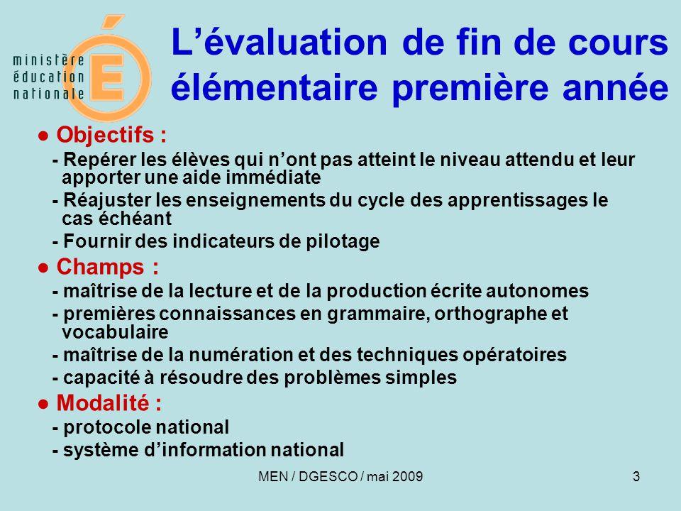 14 COMPÉTENCES ET CONNAISSANCES ÉVALUÉES EN FRANÇAIS ORTHOGRAPHE Orthographier, sous la dictée, les mots les plus fréquents, notamment les mots invariables, ainsi que des mots fréquents avec accents (8 items) Utiliser à bon escient le point et la majuscule (1 item) Dans une dictée, marquer l'accord entre le sujet et le verbe, marquer l'accord de l'adjectif qualificatif (2 items) MEN / DGESCO / mai 2009