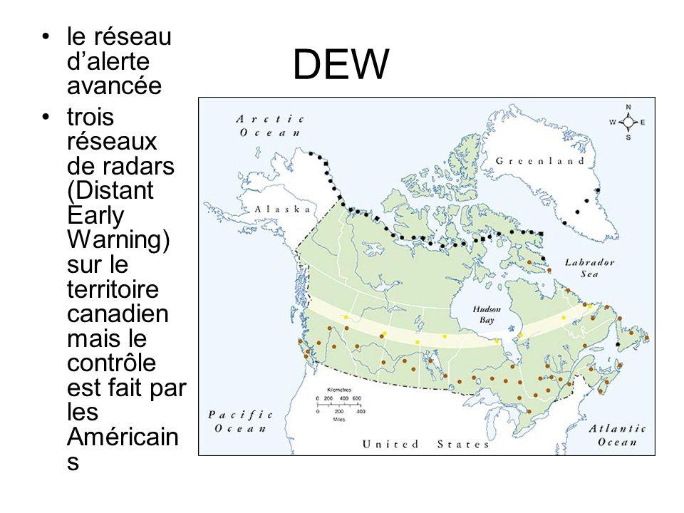 DEW le réseau d'alerte avancée trois réseaux de radars (Distant Early Warning) sur le territoire canadien mais le contrôle est fait par les Américain